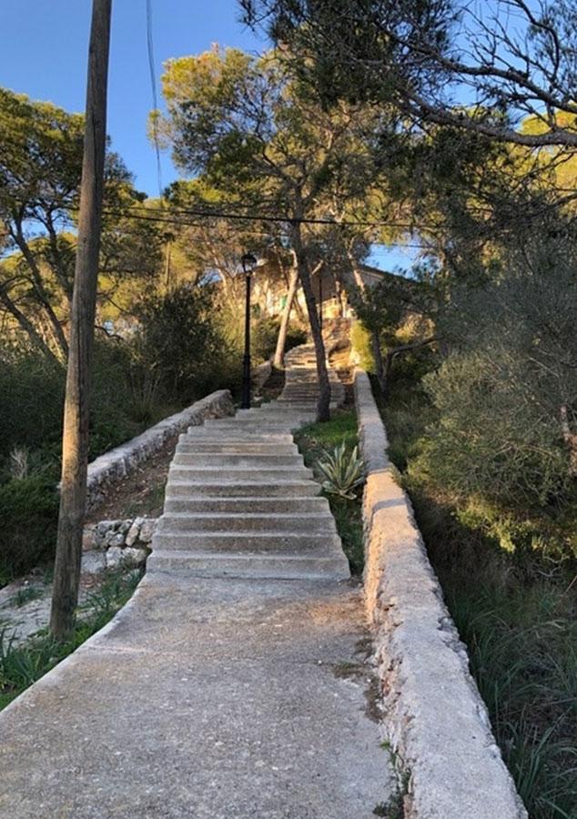 Treppe zum Seminar- und Gästehaus Gelände